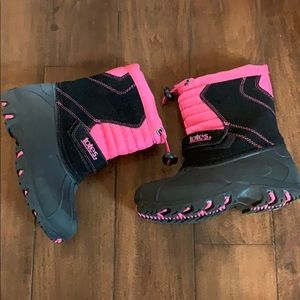 Toddler size 10 snow boots by Totes